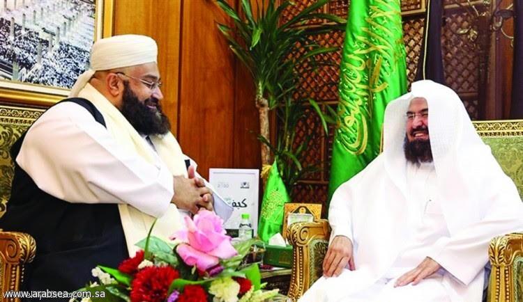 السديس يطمئن على صحة رئيس مجلس علماء باكستان