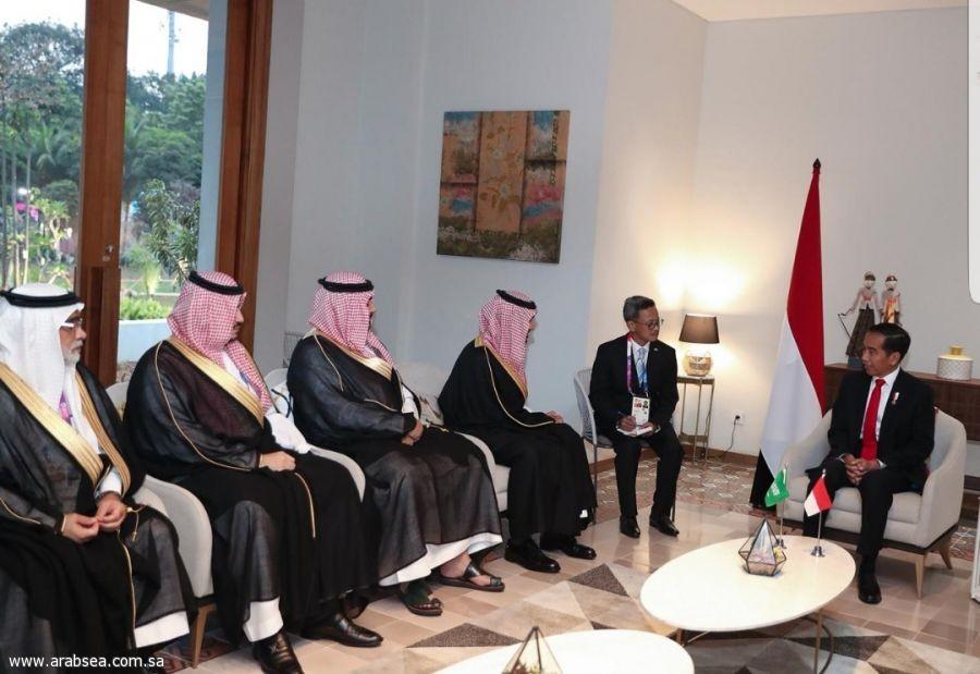 الأمير عبدالعزيز الفيصل يلتقي الرئيس الإندونيسي بجاكرتا
