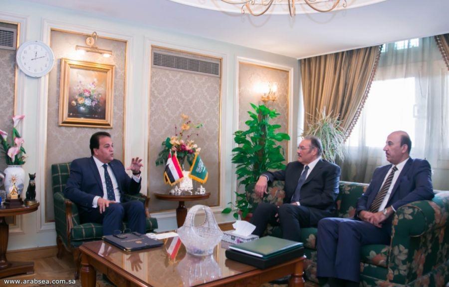 سفير خادم الحرمين الشريفين يبحث مع وزير التعليم العالي أوضاع  الطلبة السعوديين