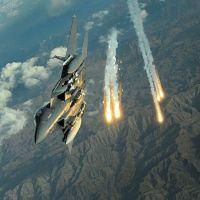 """طائرات """"عاصفة الحزم""""تقصف موقعا للحوثيين قرب قصر الرئاسة بعدن"""