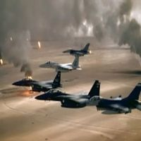 """طائرات تحالف """"عاصفة الحزم"""" تقصف مواقع الحوثيين قرب مطار عدن اليمني"""
