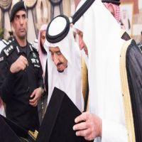 خادم الحرمين يشرف حفل العشاء الذي أقامه أمير منطقة مكة