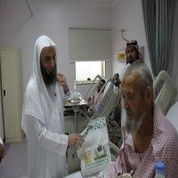 أئمة المسجد الحرام يطمئنوا على مصابي حادثة الرافعة