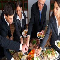 دراسة: الأكل مع الزملاء في العمل يزيد من الانتاج