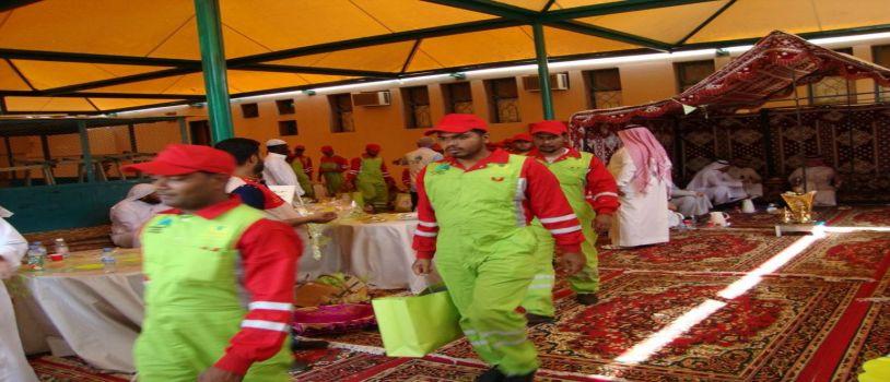 سفيرات الخير بالابتدائية 131 يقدمن 60 كسوة لعمال نظافة مكة المكرمة