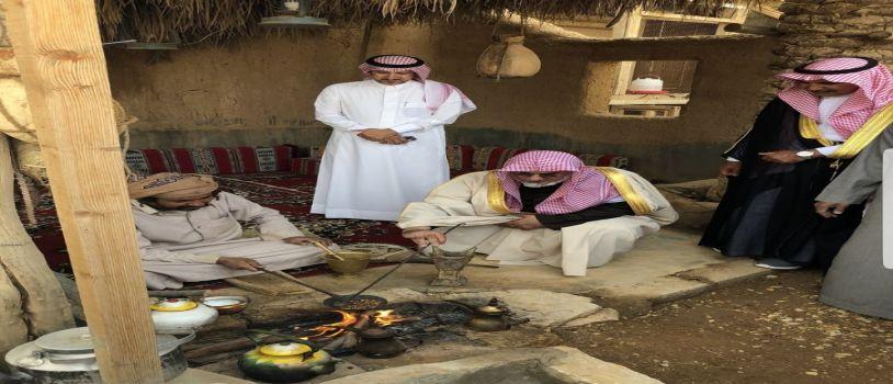 مدير جامعة الإمام يزور القرية التراثية بالمجمعة
