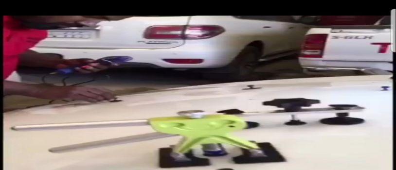 مواطن يبادر لإصلاح السيارات المتضررة من حبات البرد في البكيرية