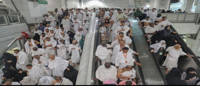 حجاج بيت الله الحرام.. يتوافدون إلى الحرم المكي الشريف لأداء طواف الإفاضة