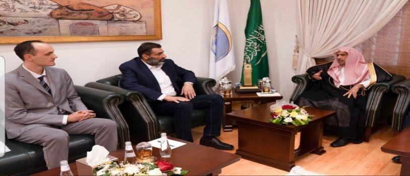 أمين عام رابطة العالم الإسلامي يستقبل سعادة سفير جمهورية صربيا لدى المملكة