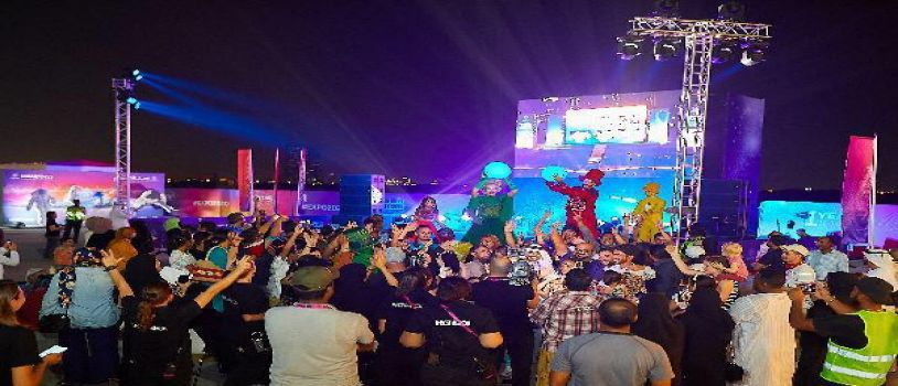 احتفالات هائلة في أنحاء الامارات  وعرض مبهر على برج خليفة